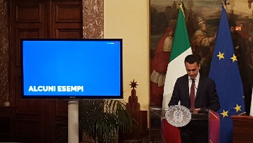 5 - Conte, Di Maio e Salvini presentano il decretone a Palazzo Chigi