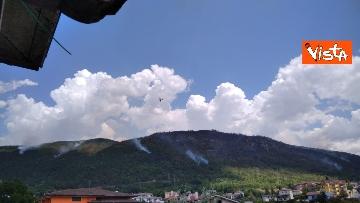 9 - Incendi all'Aquila, Monte Pettino in fiamme. Le foto