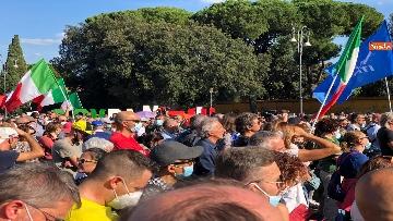 12 - Sovranisti e negazionisti Covid in piazza a Roma, le foto