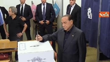 1 - Europee, il voto del presidente di Forza Italia Silvio Berlusconi