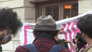 2 - Giornata mondiale del teatro, le foto della protesta davanti al Teatro Argentina a Roma