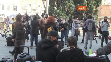 9 - Giornata mondiale del teatro, le foto della protesta davanti al Teatro Argentina a Roma