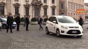 1 - Conte arriva al Quirinale in taxi