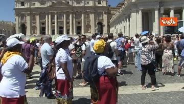 6 - L'Angelus di Papa Francesco in Piazza San Pietro