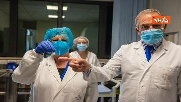 2 - Covid, iniziano le vaccinazioni allo Spallanzani. Ecco come si prepara la dose