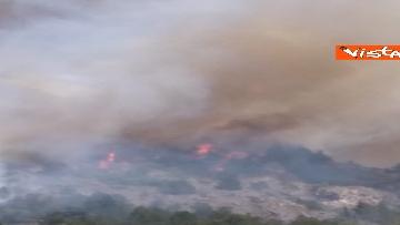 3 - Incendi all'Aquila, Monte Pettino in fiamme. Le foto