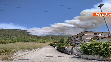 4 - Incendi all'Aquila, Monte Pettino in fiamme. Le foto