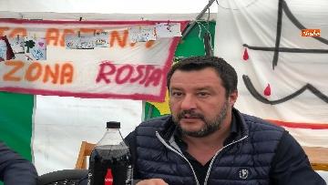 6 - Ponte Morandi, Salvini incontra gli abitanti ai confini della zona rossa