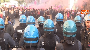 6 - Manifestazione femminista a Verona, in 20mila in corteo
