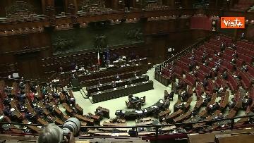 1 - Conte alla Camera tra deputati con la mascherina e ministri a distanza di sicurezza