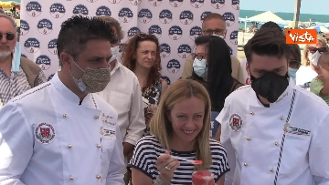 8 - Granita per chi raccoglie la plastica in spiaggia, l'iniziativa di Fdi per l'estate