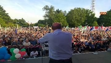 4 - Europee, Zingaretti conclude la campagna elettorale a Milano
