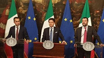 4 - Conte, Di Maio e Salvini presentano il decretone a Palazzo Chigi