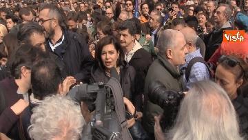 2 - Marcia antirazzista a Milano, in 200mila sfilano per le vie della città