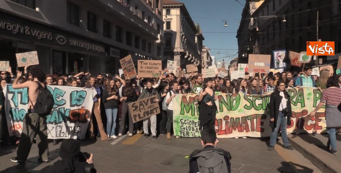 Gli studenti scioperano per il clima  a Milano