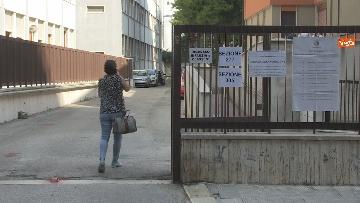 2 - Regionali Puglia, i baresi al voto tra mascherine e misure anti Covid. Le foto