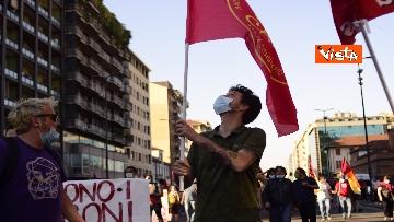 5 - CARC protesta sotto Palazzo Lombardia