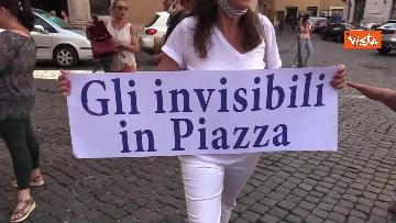 6 - La manifestazione degli accompagnatori turistici a Montecitorio