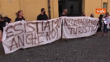 4 - La manifestazione degli accompagnatori turistici a Montecitorio
