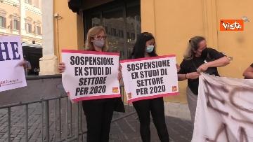 5 - La manifestazione degli accompagnatori turistici a Montecitorio