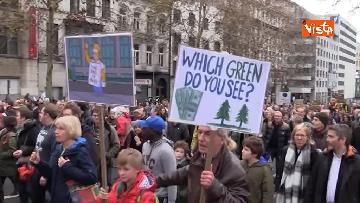 3 - 60mila in marcia per il clima a Bruxelles