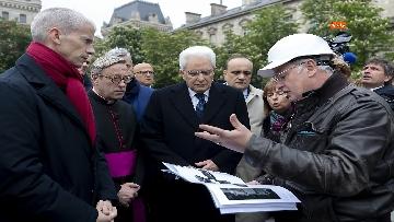 2 - Mattarella visita la Cattedrale di Notre-Dame a Parigi