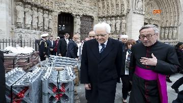 3 - Mattarella visita la Cattedrale di Notre-Dame a Parigi