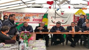 3 - Ponte Morandi, Salvini incontra gli abitanti ai confini della zona rossa