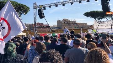 11 - Sovranisti e negazionisti Covid in piazza a Roma, le foto