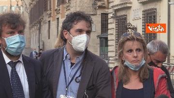 10 - Il presidente del Consiglio Giuseppe Conte risponde alle domande dei giornalisti fuori Chigi, le foto