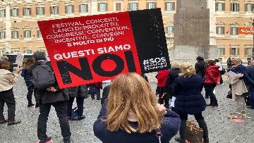 9 - Organizzatori di eventi scendono in piazza a Montecitorio. Le immagini della protesta