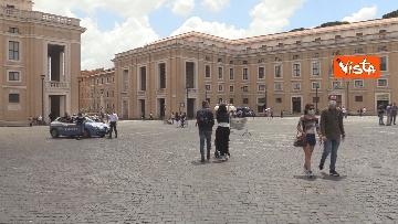 2 - Angelus in Piazza San Pietro tra distanze di sicurezza e file, le foto