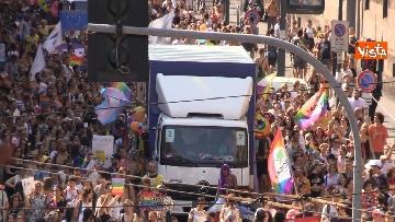 5 - La sfilata del Gay Pride a Milano