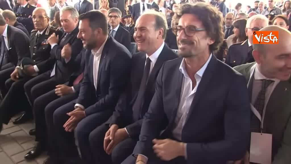 05-08-19 Hub Milano Rogoredo Fs presenta potenziamento con Battisti Toninelli Salvini_L'ad di Fs Battisti fra i due ministri_05