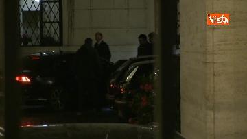 2 - Concluso vertice del centro-destra, Meloni e Salvini lasciano Palazzo Grazioli in auto