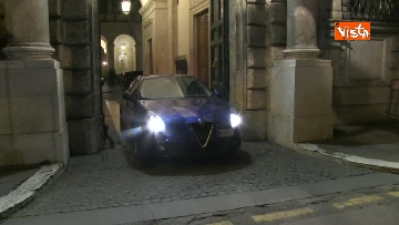 7 - Concluso vertice del centro-destra, Meloni e Salvini lasciano Palazzo Grazioli in auto