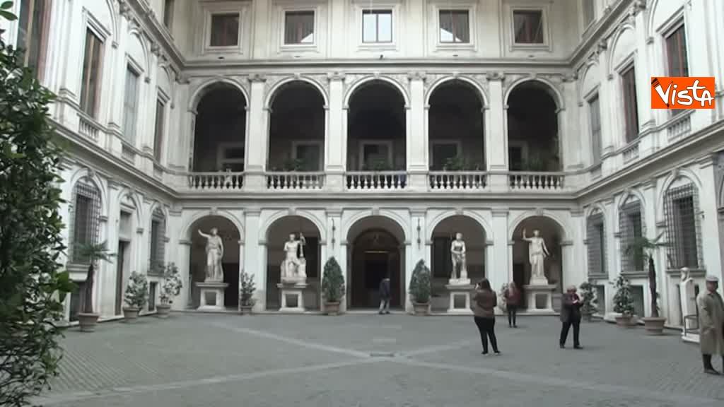 05-03-19 Bonisoli visita le meraviglie di Palazzo Altemps a Roma_02