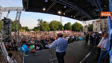 1 - Europee, Zingaretti conclude la campagna elettorale a Milano