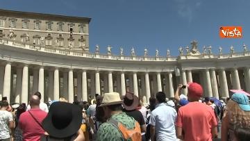 5 - L'Angelus di Papa Francesco in Piazza San Pietro