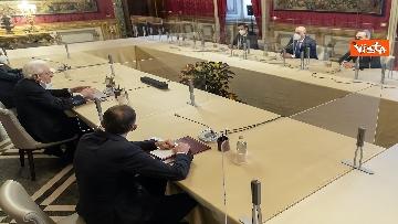 """2 - Consultazioni, Crimi (M5S) legge messaggio di un sindaco: """"Italiani sono stufi dei teatrini"""""""