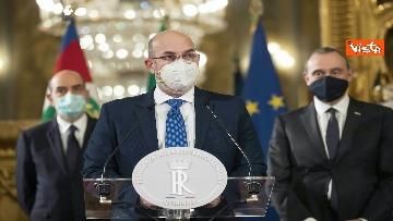 """5 - Consultazioni, Crimi (M5S) legge messaggio di un sindaco: """"Italiani sono stufi dei teatrini"""""""