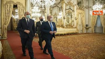 """3 - Consultazioni, Crimi (M5S) legge messaggio di un sindaco: """"Italiani sono stufi dei teatrini"""""""