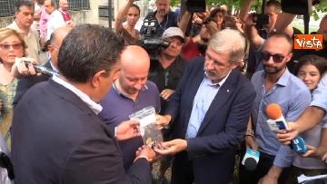 3 - Ponte Morandi, consegnate le chiavi alle prime 5 famiglie sfollate