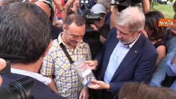 7 - Ponte Morandi, consegnate le chiavi alle prime 5 famiglie sfollate