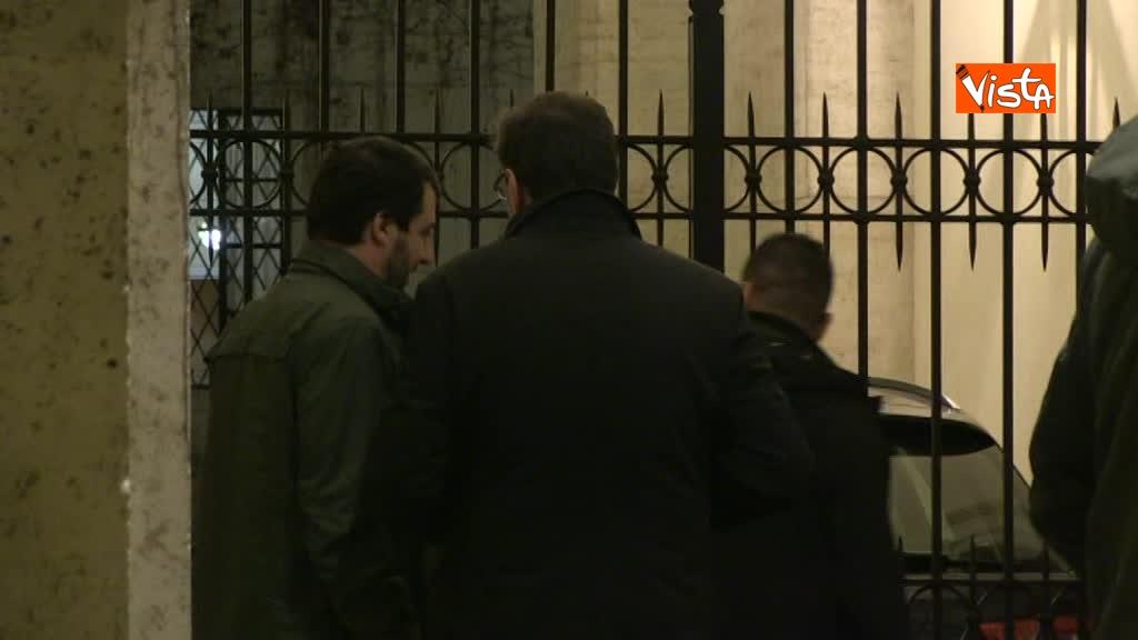 13-03-18 Salvini arriva a Palazzo Grazioli con Giorgietti, ma attende a lungo l'apertura del cancello 01_274321366918988976166