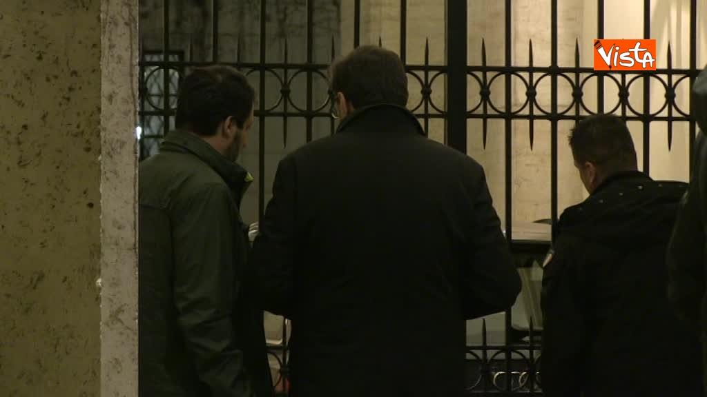 13-03-18 Salvini arriva a Palazzo Grazioli con Giorgietti, ma attende a lungo l'apertura del cancello 01_278758998348382572772