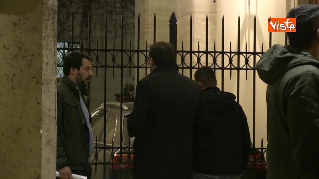 13-03-18 Salvini arriva a Palazzo Grazioli con Giorgietti, ma attende a lungo l'apertura del cancello 01_276404225988440535953