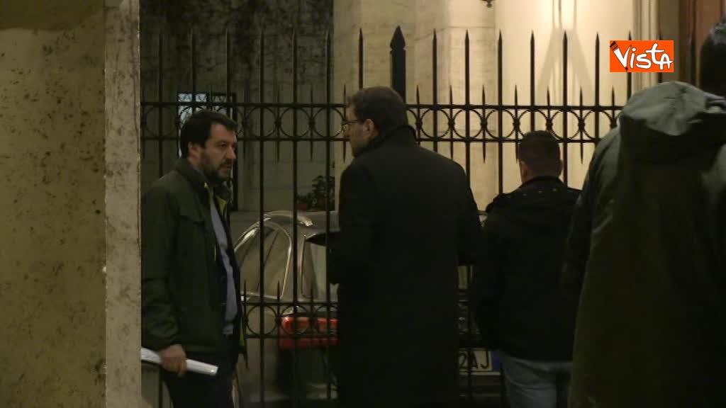 13-03-18 Salvini arriva a Palazzo Grazioli con Giorgietti, ma attende a lungo l'apertura del cancello 01_272306751926575632075
