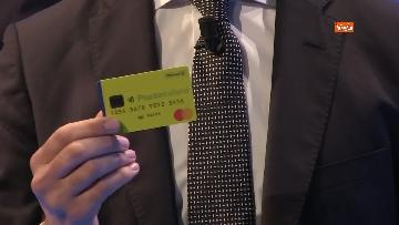 2 - Di Maio svela la prima card per il reddito di cittadinanza
