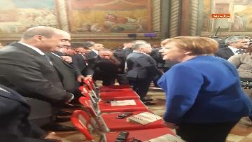 2 - Zingaretti e Merkel alla cerimonia di consegna della Lampada della Pace al re di Giordania